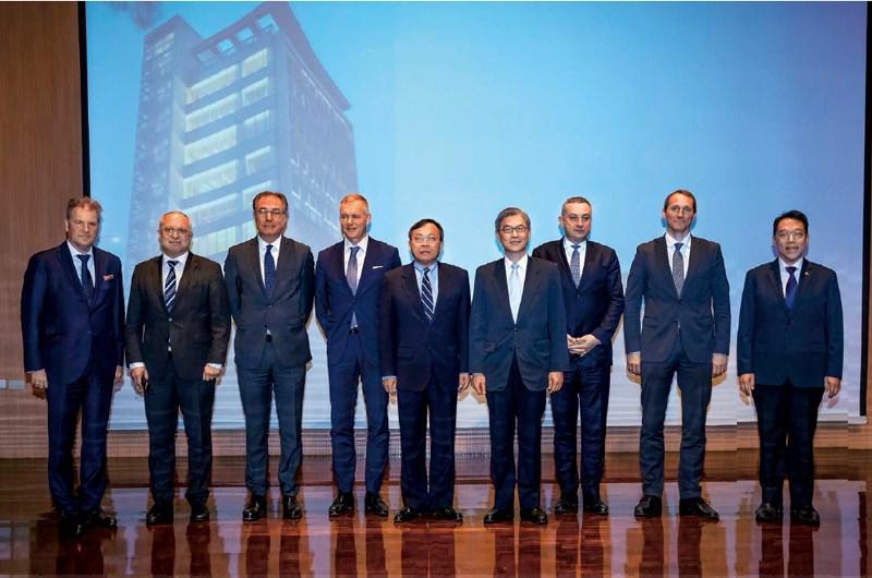 敲開金融業中東歐龐大商機